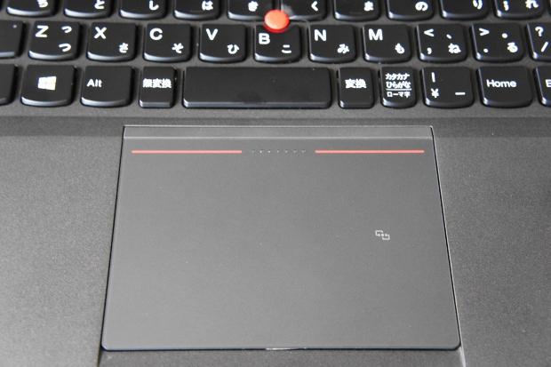 クリックボタンとバッドが一体化したタッチパッド