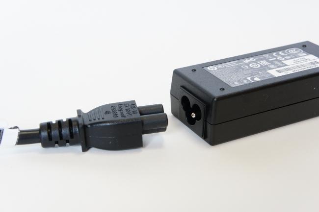 電源アダプターにコードを接続
