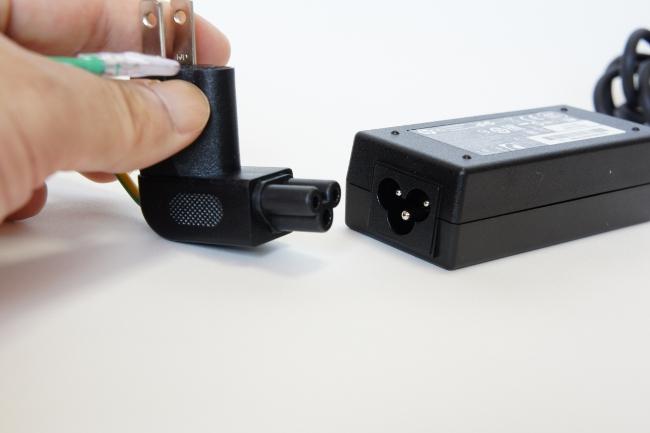 電源アダプターに電源プラグを接続