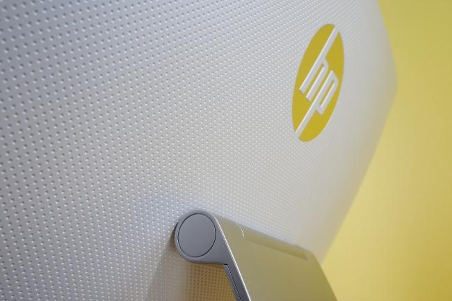 HP Pavilion 23-q080jp 背面側
