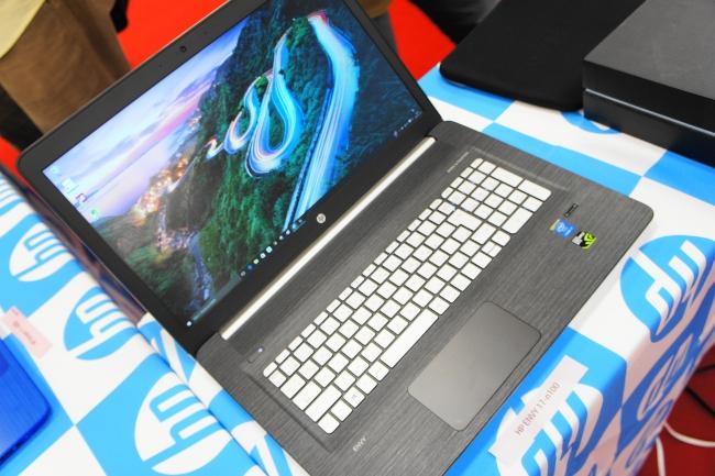 HP ENVY 17-n100 全体像