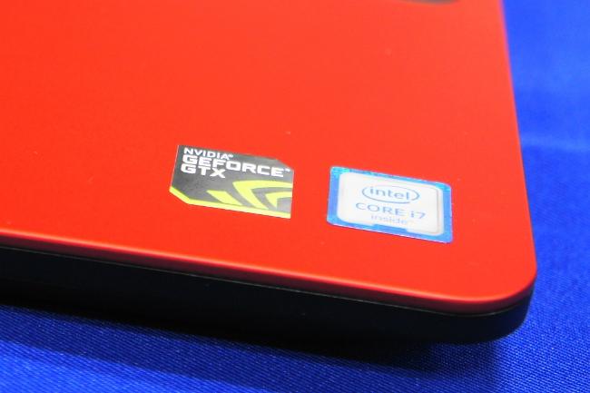 New Inspiron 15 7000 シリーズ インテルロゴ