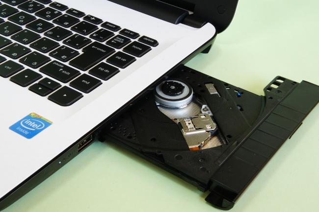 光学ドライブにはDVDスーパーマルチドライブを採用