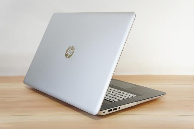 HP ENVY 17-n100 カバーを開けた背面側