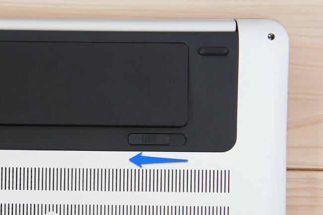 HP ENVY 17-n100 のバッテリ取外しスイッチ
