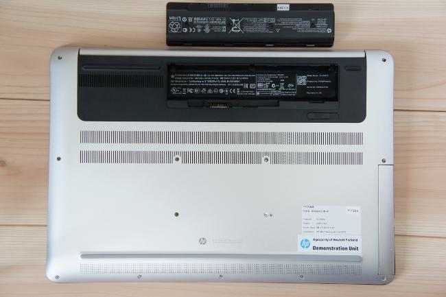 HP ENVY 17-n100 のバッテリ取外し