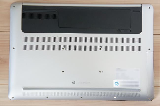 HP ENVY 17-n100 の底面