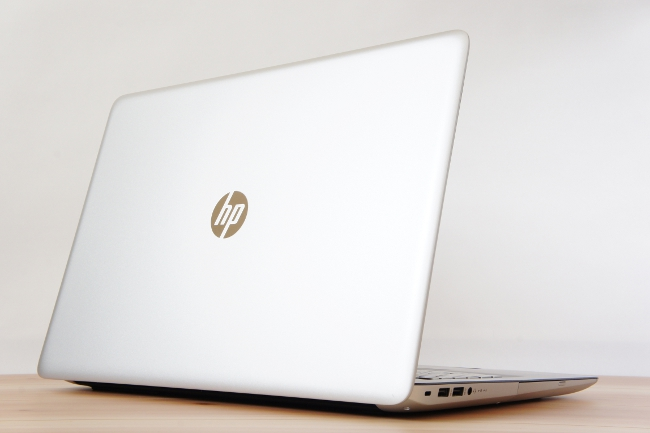 HP ENVY 17-r000 背面側