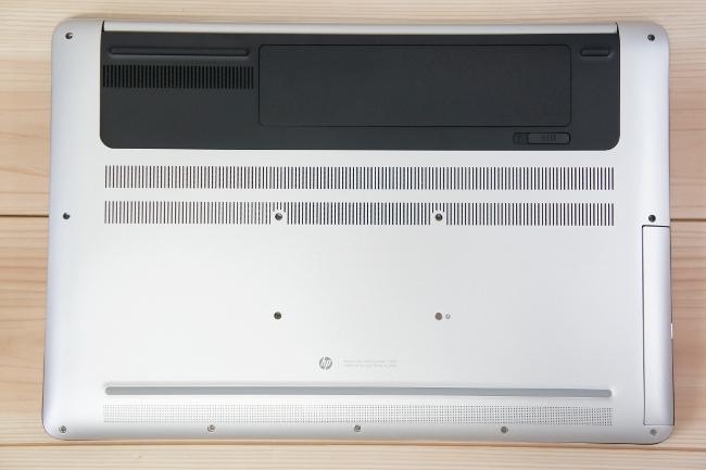 HP ENVY 17-r000 の底面