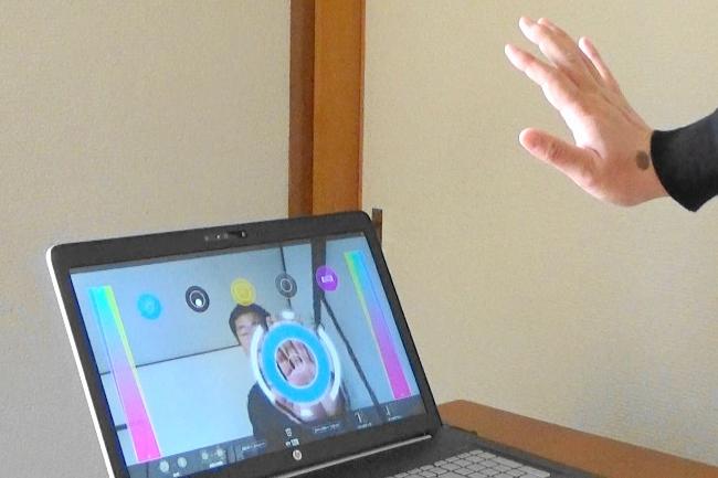 インテル RealSense 3Dカメラのゲーム「kagura」