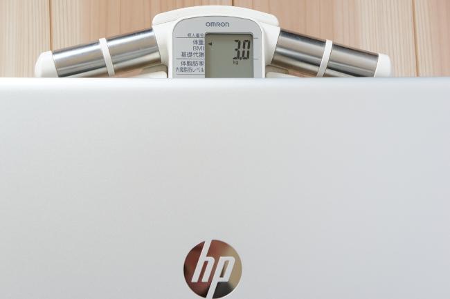 HP ENVY 17-r000 の重さ