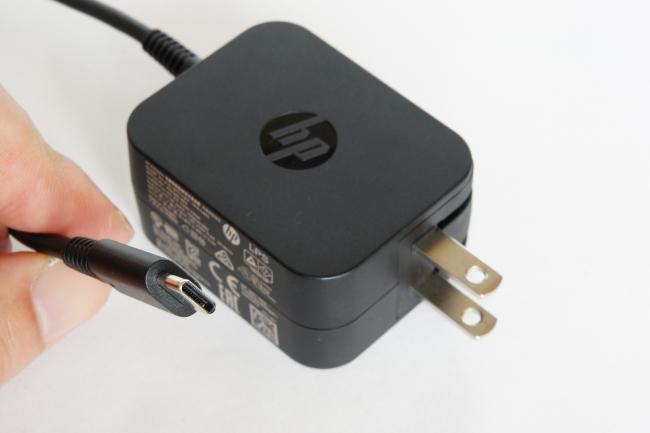 電源アダプターのコネクタは USB Type-C