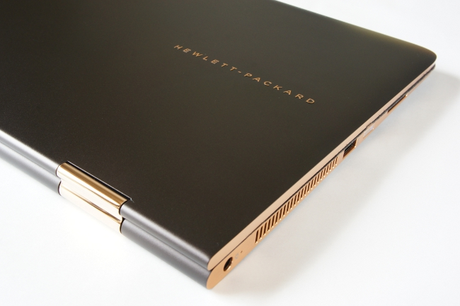 HP Spectre 13 x360 のトップカバー(拡大)