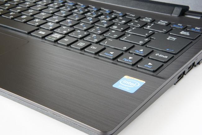 LB-J520S-SSD のキーボード面はヘアライン加工