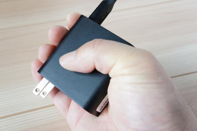 電源アダプターはコンパクトサイズ