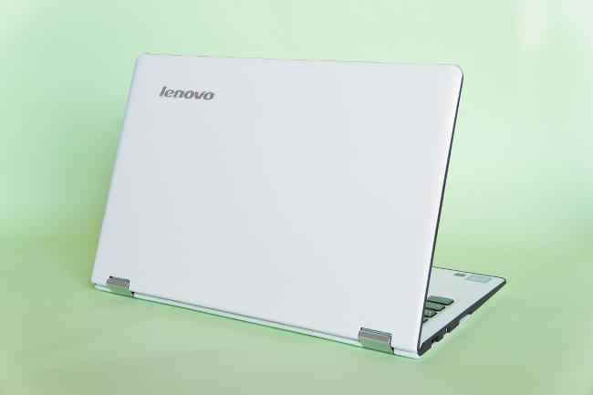 Lenovo YOGA 700 の背面
