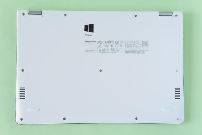 Lenovo YOGA 700 の底面
