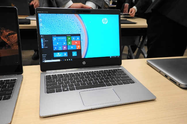 HP EliteBook Folio G1 正面から撮影