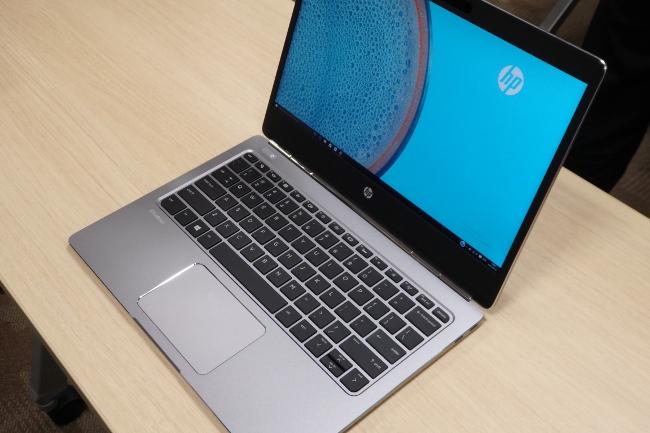 HP EliteBook Folio G1 正面右から撮影