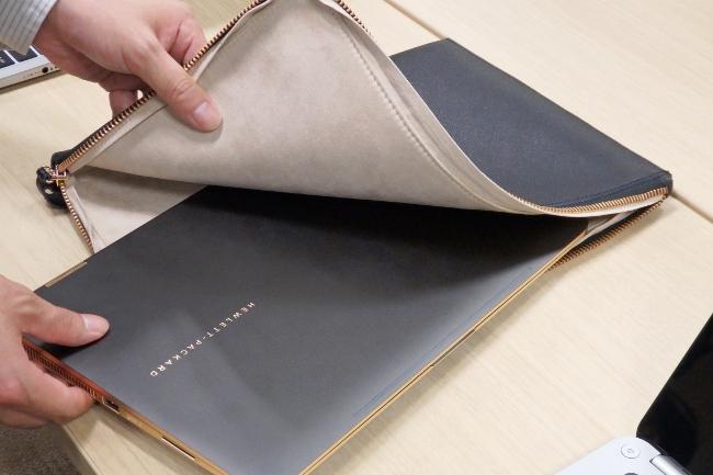 レザークラッチバッグは HP Spectre 13 x360 Limited Edition にもピッタリサイズ