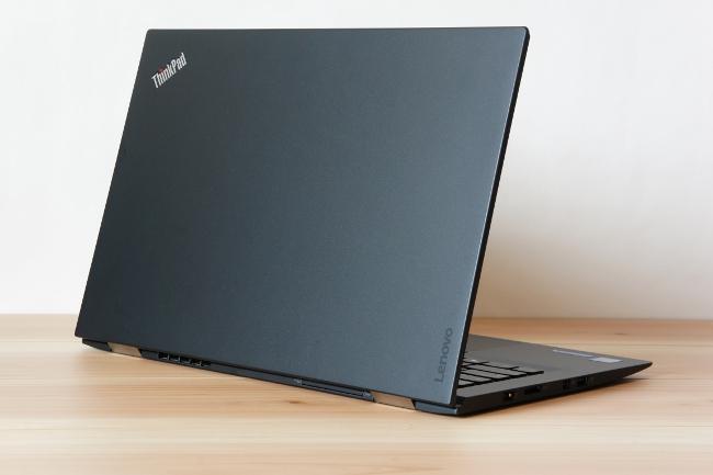 ThinkPad X1 Carbon 背面から撮影