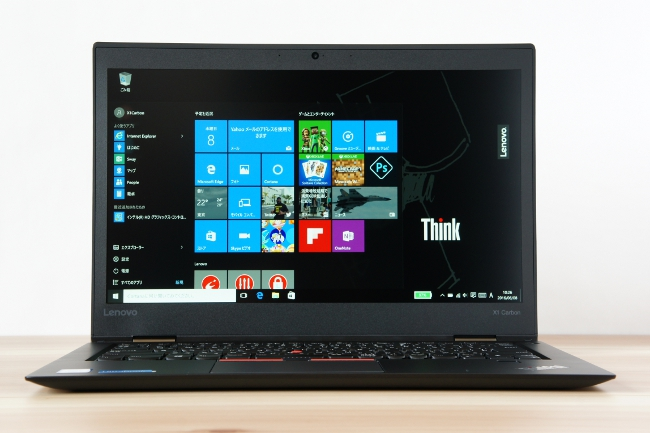 ThinkPad X1 Carbon 正面から撮影