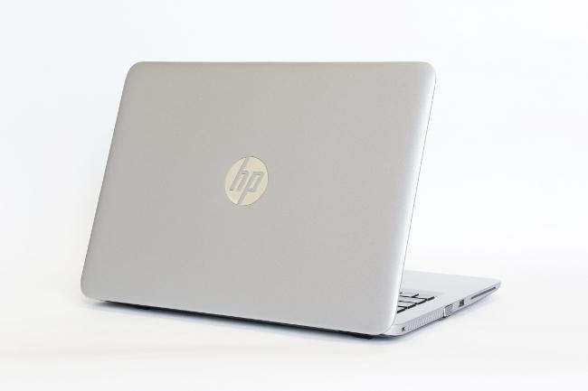 HP EliteBook 820 G3 背面から撮影