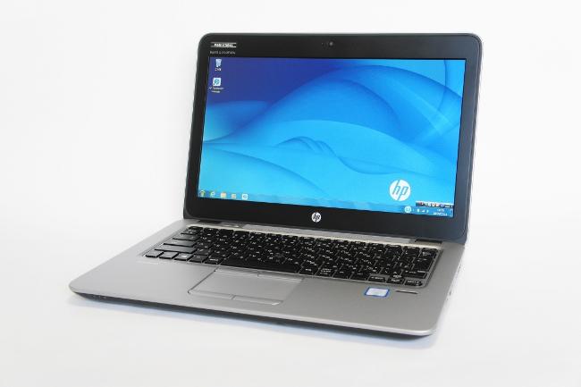 HP EliteBook 820 G3 の正面から撮影