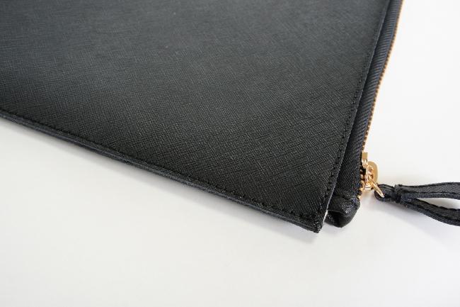 レザークラッチバッグはシッカリとした縫製