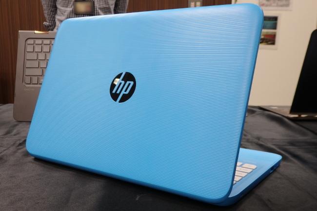 HP Stream 11-y000 よりポップな「アクアブルー」