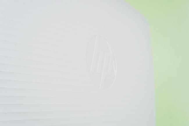 中央には「HP」のロゴ