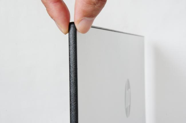 HP 24er モニターの薄い液晶