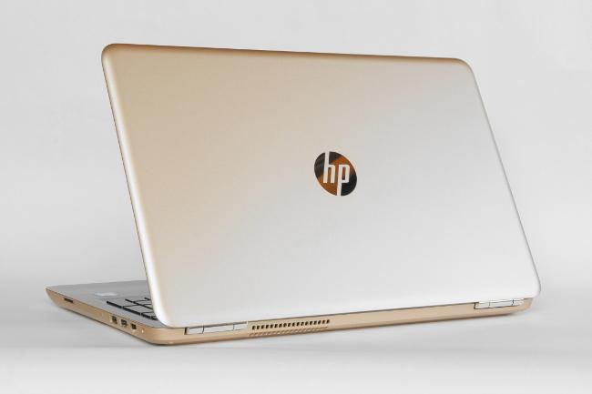 HP Pavilion 15-AU000 背面から撮影
