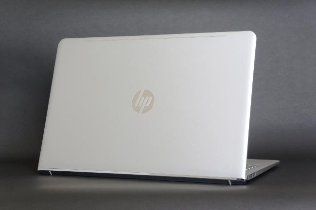HP ENVY 15-as100 背面側