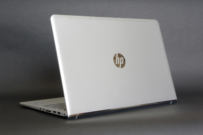 HP ENVY 15-as100 背面側