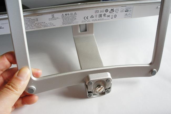 HP 27er モニターのアームにスタンド取り付け