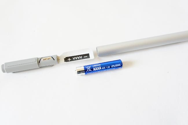 デジタイザーペンの電源は単6型(AAAA)の乾電池