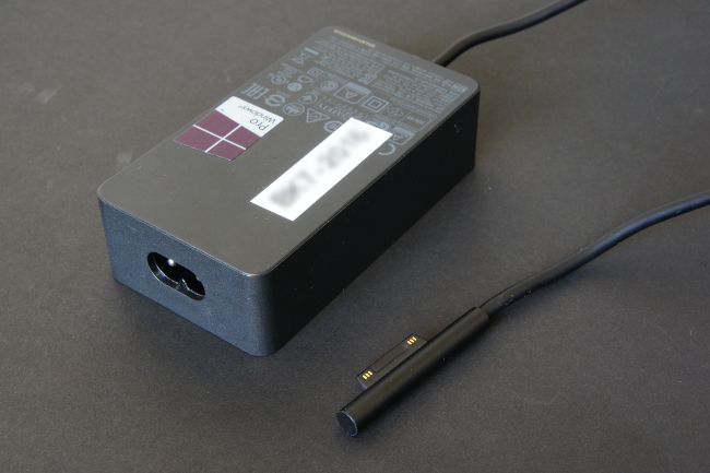 電源アダプターのコネクター形状