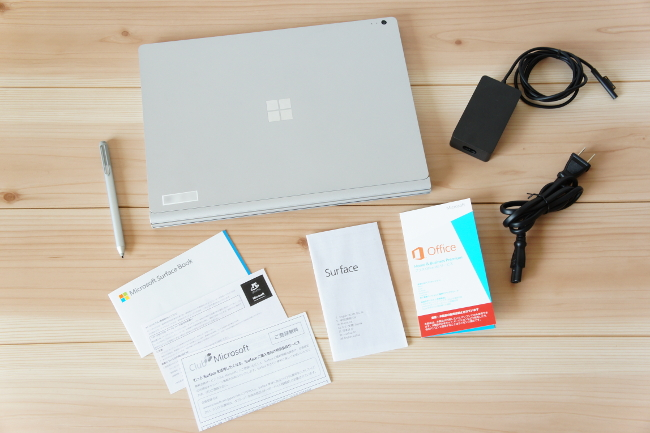 『Surface Book』の同梱品