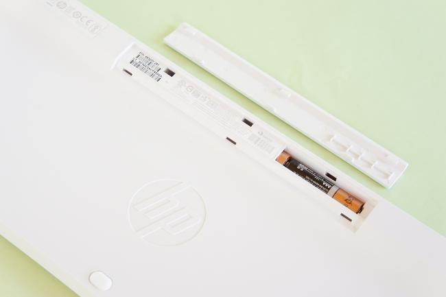 キーボードには 単3乾電池 2本が必要
