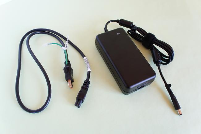 電源アダプターと電源コード