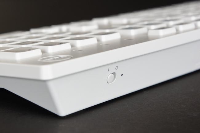 キーボードの電源スイッチ