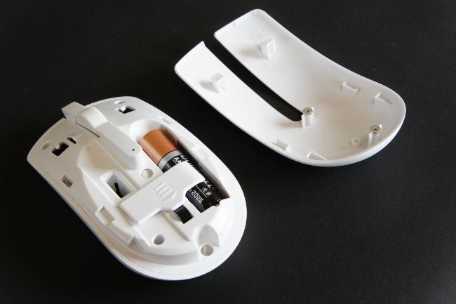 マウスには単3乾電池 1本が必要