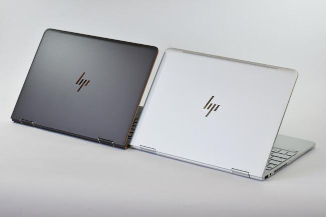 HP Spectre x360 背面側(2台 その2)