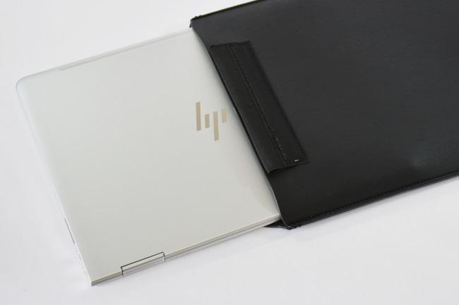 HP Spectre x360 を専用スリーブケースに収納(その1)