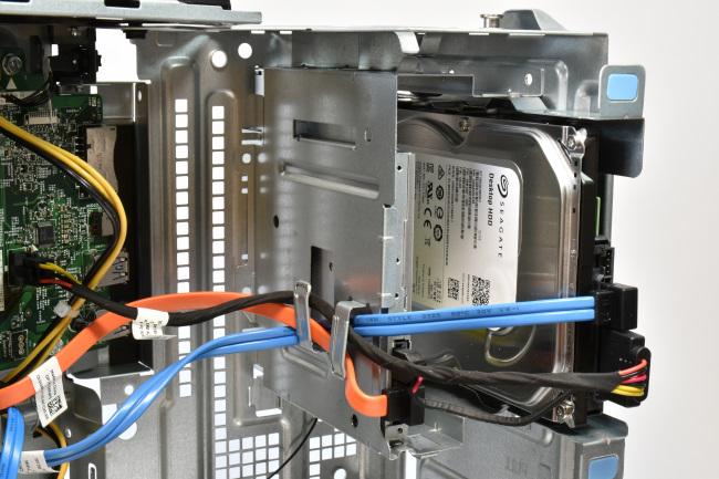 DVDドライブと HDDの実装エリア