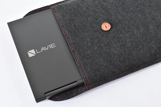 LAVIE Direct HZ をフェルトケース収納(その1)
