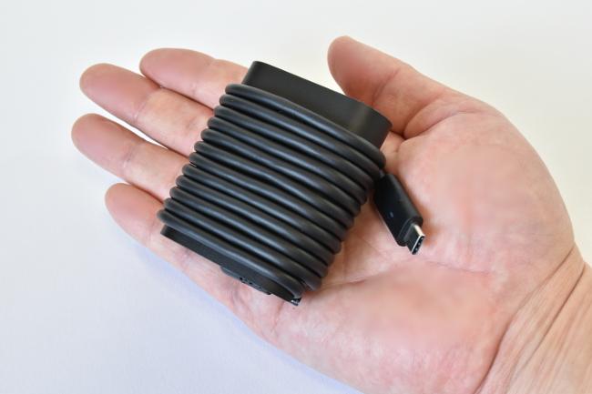 電源アダプターの大きさ比較