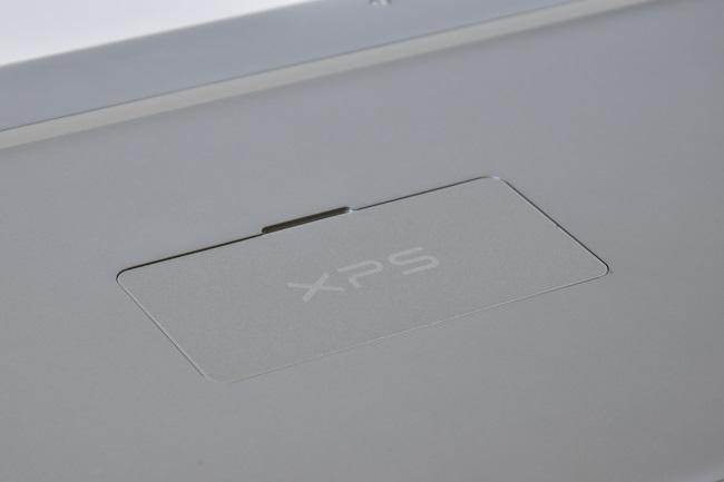 「XPS」ロゴのカバー