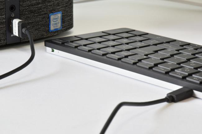 キーボードのバッテリー充電式